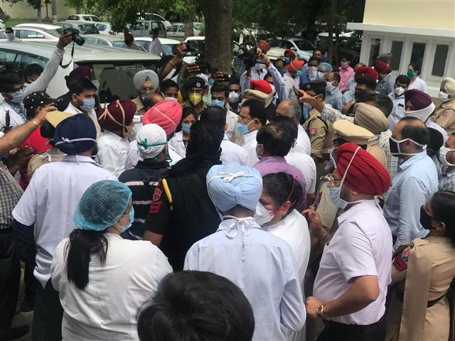 Social distancing norms go for a toss as Punjab minister inaugurates lab in Patiala