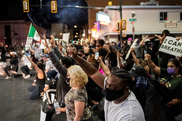 Five policemen injured in anti-racism protests in St Louis, Las Vegas