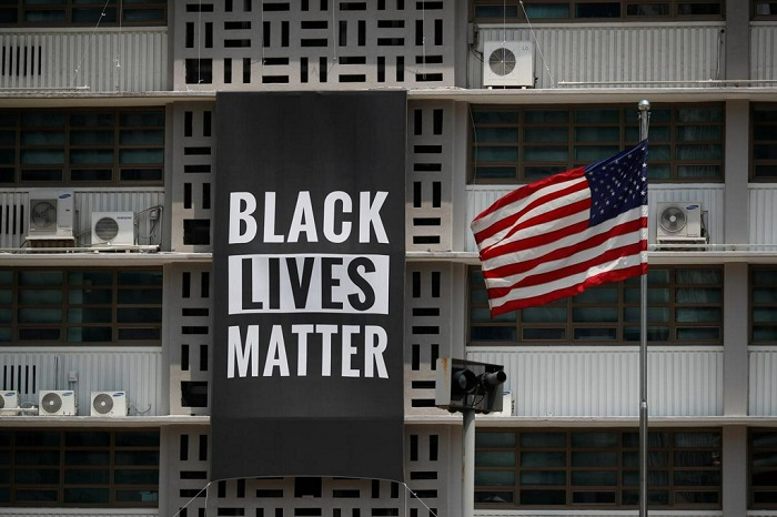"U.S. Embassy in Seoul Unveils ""Black Lives Matter"" Banner in Solidarity"