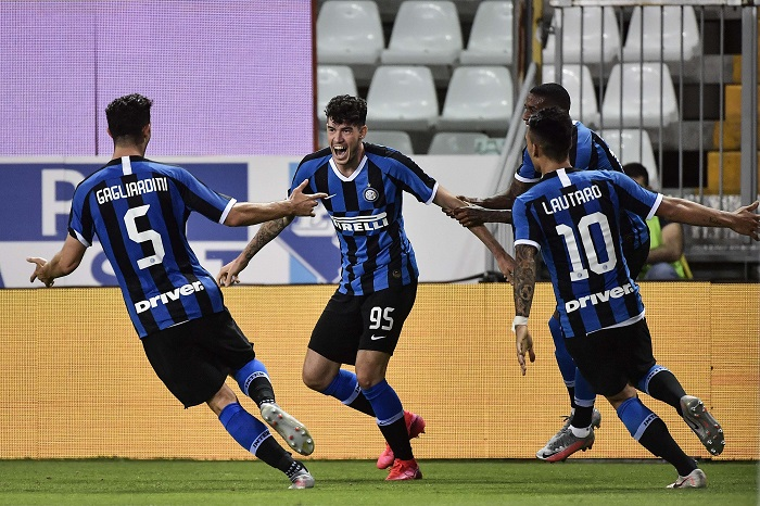Napoli claim fifth win in a row by beating SPAL