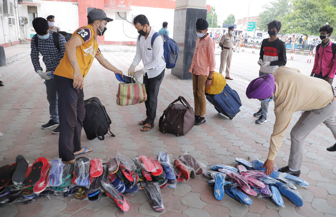 Only 500 migrants turn up for special train to Jalpaiguri