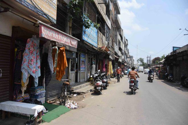 Field Ganj area markets await customers' return