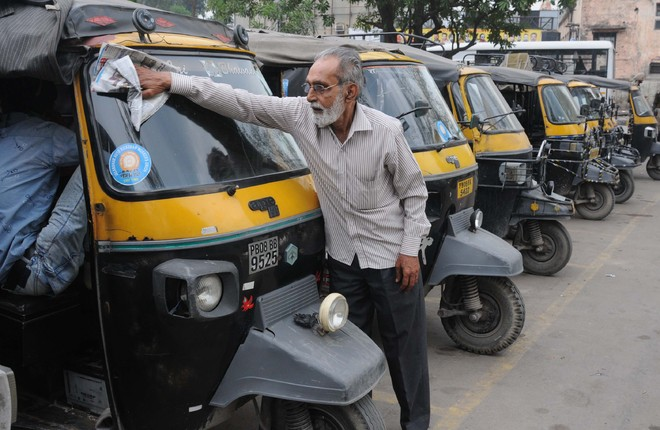 Fuel price hike: More  pain for auto-rickshaw drivers