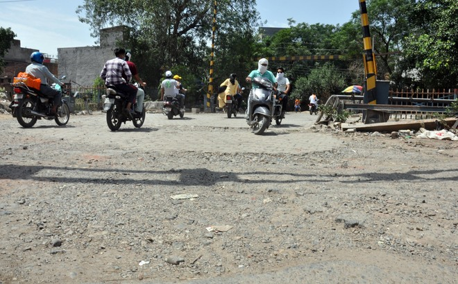 Road near 22-number Phatak cries for care