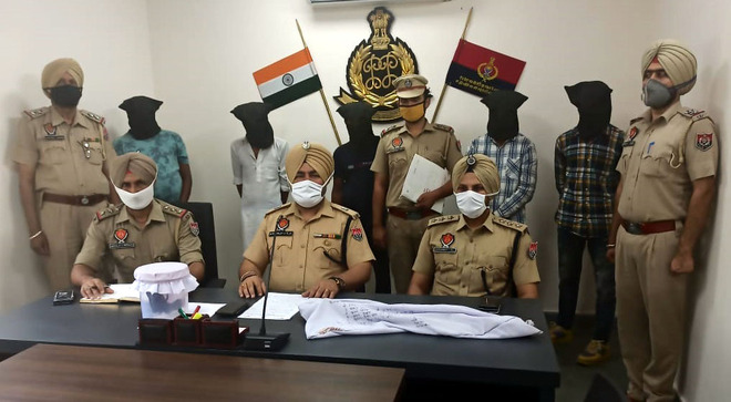 Gang of robbers busted, 6 arrested