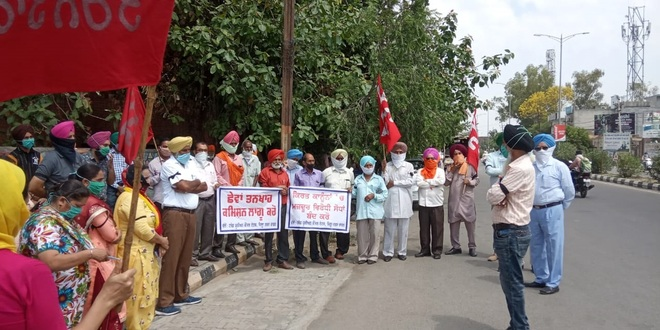 Powercom employees, farmers stage protest