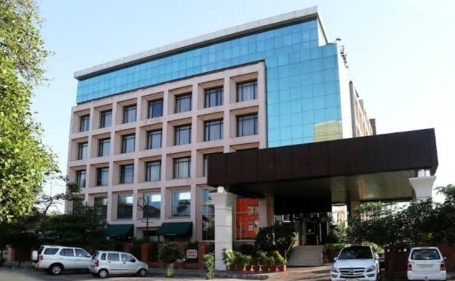 Hotels, restaurants in city may not open tomorrow