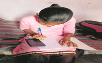 Online classes: Smartphones top labourers' shopping list