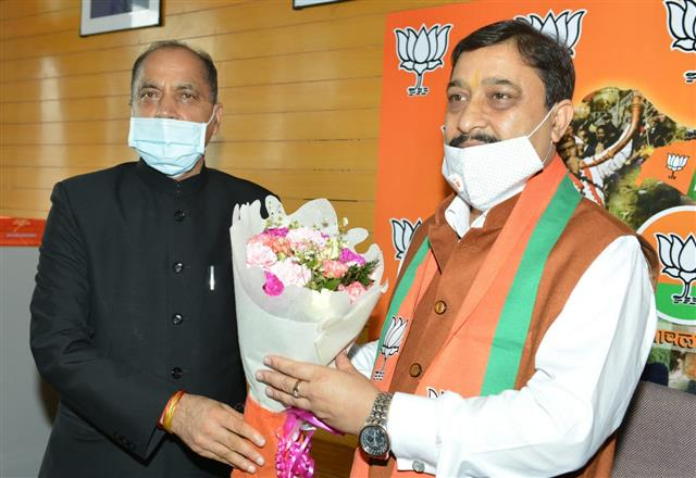 Suresh Kashyap takes over as Himachal BJP chief in simple ceremony