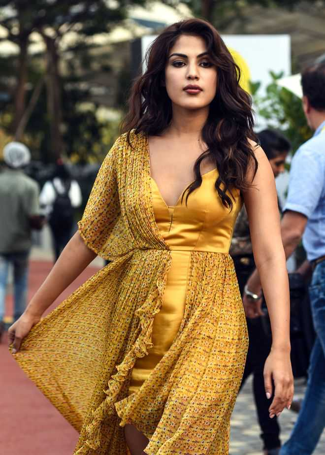 Rhea Chakraborty gets rape-murder threats, requests cyber crime to take action