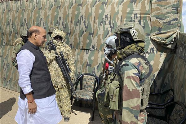 Rajnath Singh for befitting reply to Pakistan on LoC; exhorts forces to show zero-tolerance to terrorism