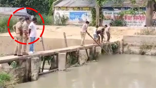In UP, cops stand and watch kids fish out dead body from canal; suspended: watch video