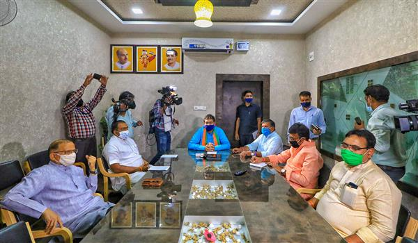As BJP leaders discuss Rajasthan strategies, senior leaders extend invitation to Pilot