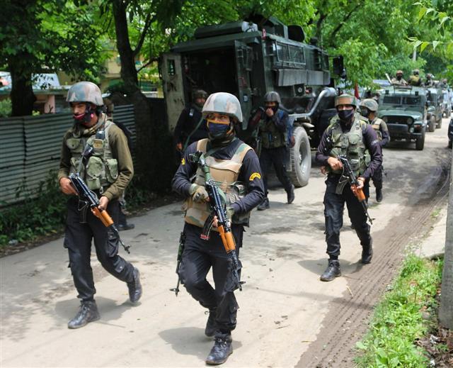 3 militants killed, 3 soldiers injured in gunfight in J-K's Kulgam