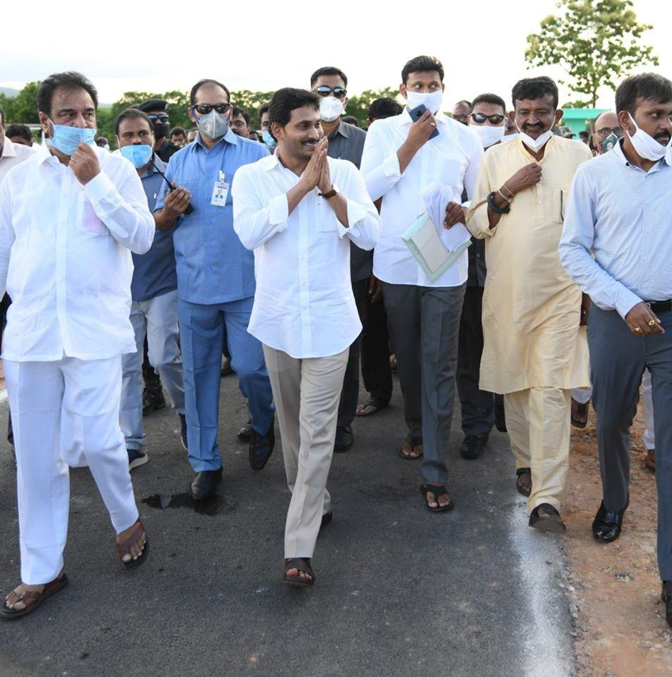 TDPasks Andhra CM wear facemask in public, asks him to lead by example