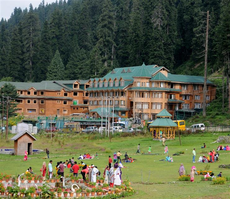 J-K reopens tourism sector, to allow those coming by air from July 14