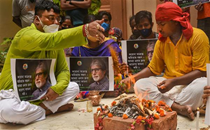Amitabh Bachchan's fans in Kolkata start non-stop yagna till he, Abhishek, Aishwarya, Aaradhya are COVID-19 free