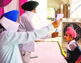 Virus claims 2 more lives, 12 new infections in Amritsar