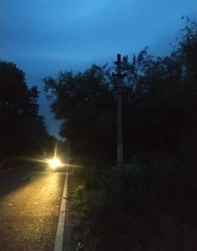With lights out along Suranussi-Bidhipur  road, residents feel shivers down spine