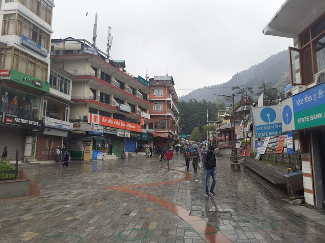 70 tourists sent back from Kullu