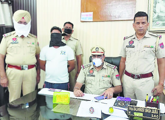 Fake currency notes seized, 1 held