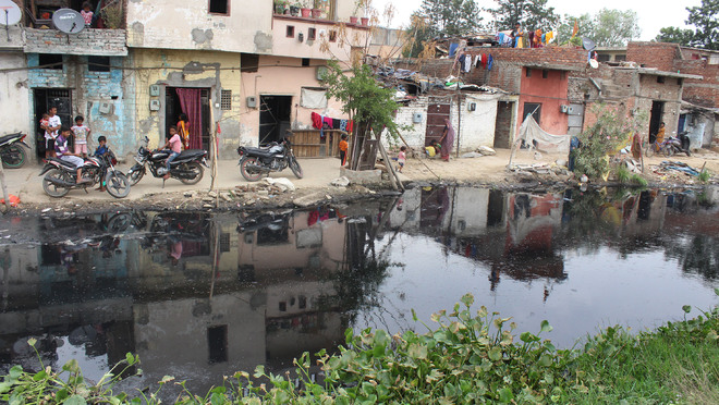 Kala Sanghian drain a bane of residents staying nearby