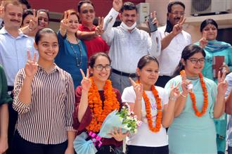 DAV's Deepanika tops district with 98.4%