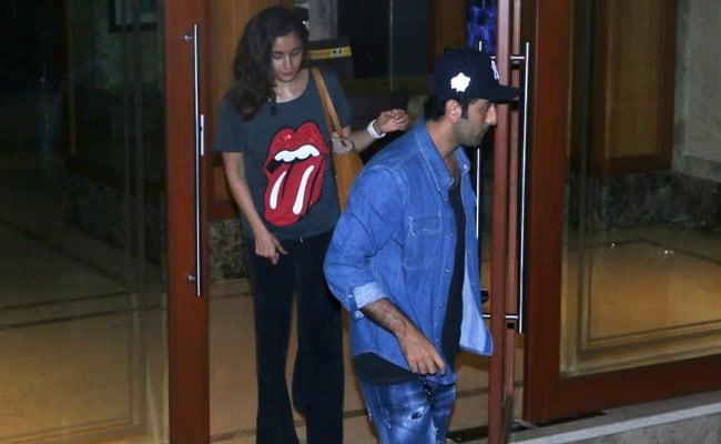 Alia Bhatt and Ranbir Kapoor visit Sanjay Dutt at home; pictures go viral