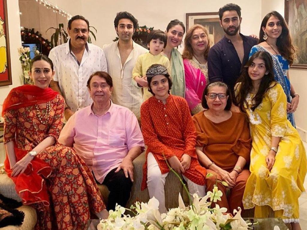 Kareena Kapoor Khan, Karisma join the Kapoor clan for Ganpati Darshan; see pictures - The Tribune India