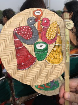 Hand-fans crafted by tribal artisans give relief to dignitaries of I-Day event at Red Fort