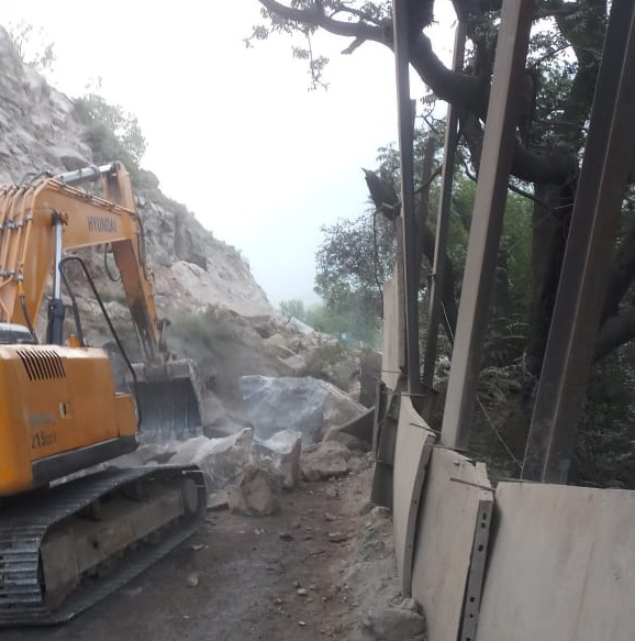 Chandigarh-Manali highway blocked in Mandi due to landslide