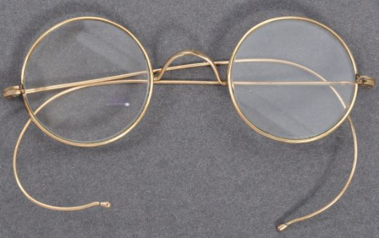 Spectacles believed to be worn by Mahatma Gandhi emerge at UK auction