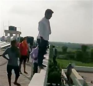 Seeking food, Covid patients climb atop Bathinda building