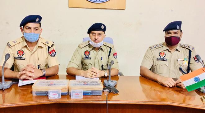 2 snatchers held, 29 cases solved