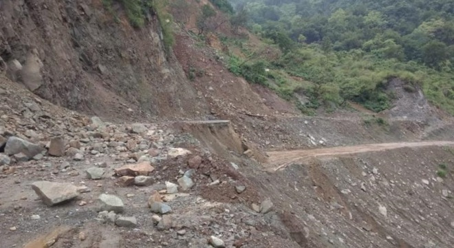 Paonta-Shillai road caves in, areas across Giri cut-off