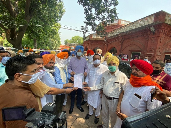 Large gatherings barred, politicians take digital route to raise public issues