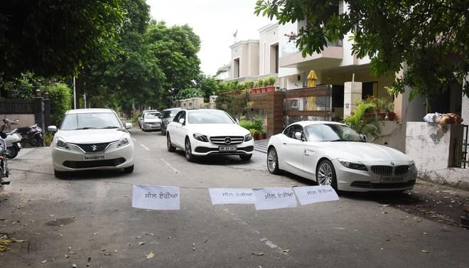Micro-containment zones at Rajguru Nagar, Sham Singh Road sans barricades, cops