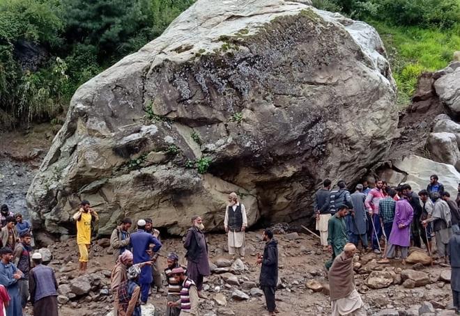 3 nomads buried alive under Reasi mudslide