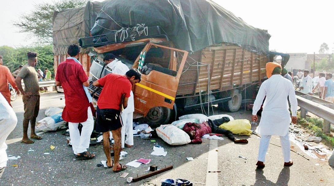 6 hurt as four vehicles collide