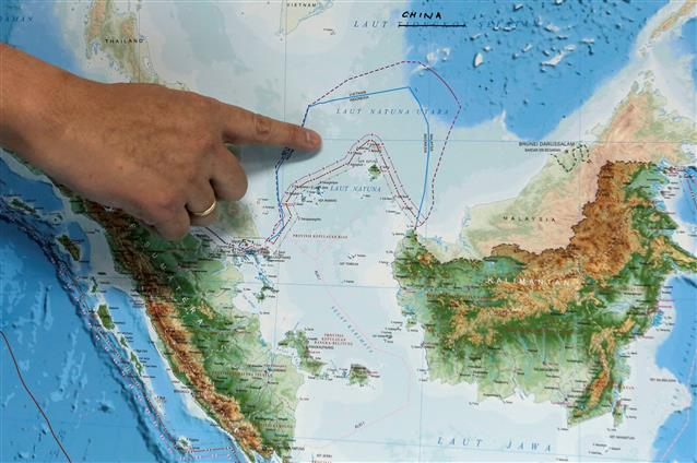 Indonesian patrol confronts Chinese ship in economic zone