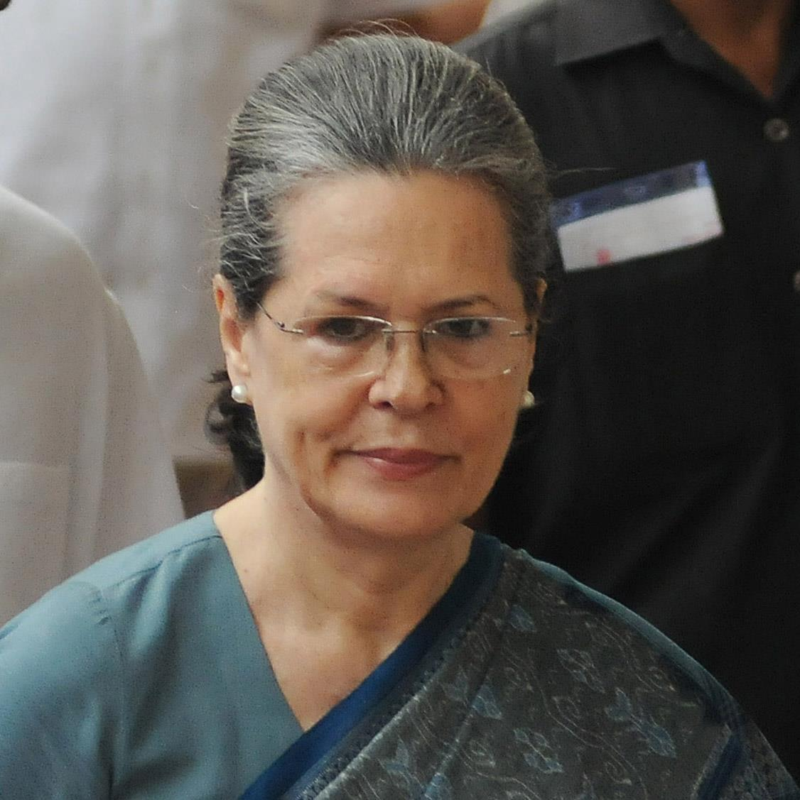 Another 'letter bomb' in Congress, says 'rise above family' to Sonia Gandhi