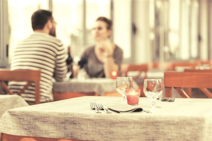 Dining out, going to pubs linked to contracting coronavirus: US study