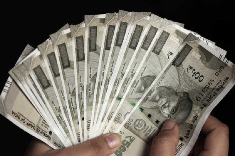 Rupee slips 9 paise to 73.55 against US dollar in early trade