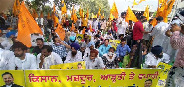 Gherao corporate businesses is new plan of protesting farmers in Punjab