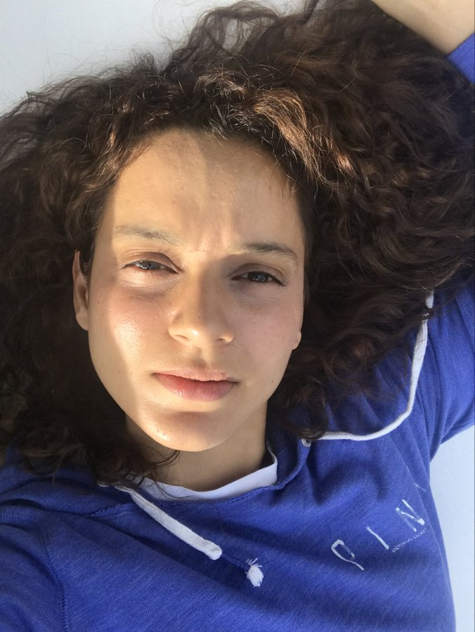 Kangana Ranaut has been 'sunkissed in the mountains'; shares no-makeup selfie