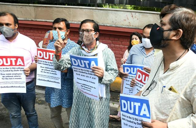 DU college teachers boycott online classes, official work to protest 'non-payment' of funds