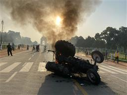 Tractor set on fire at India Gate; police detain 5 people