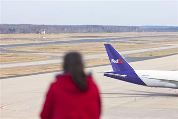 FedEx packages may soon be delivered by self-flying planes