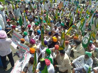 Thousands of farmers march across Patiala city