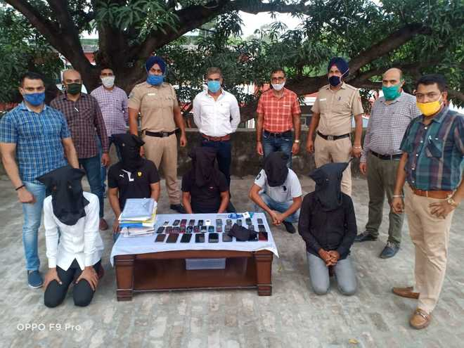 Swindlers' gang busted, six land in police net